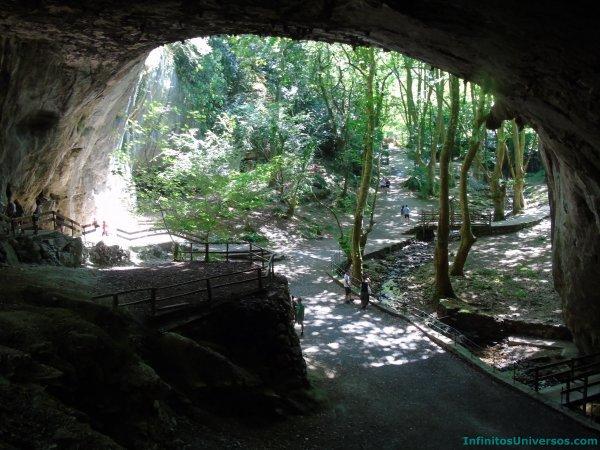 Cueva de Zugarramurdi navarra en 4 días