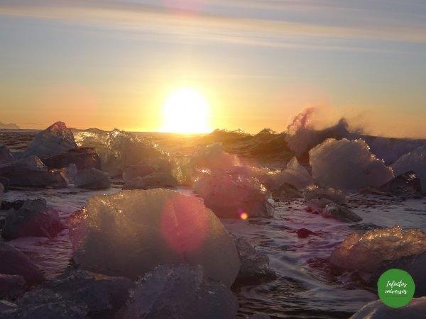 Amanecer en la playa de los diamantes Jökulsárlón