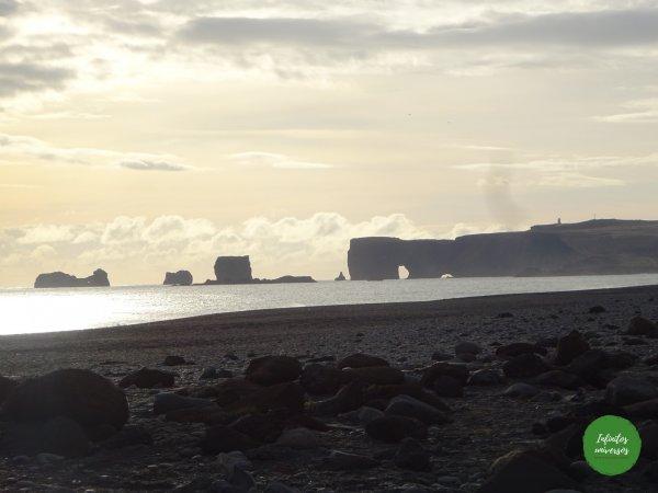 Arco de Dyrhólaey Vik Qué ver en Vik: acantilado Dyrhólaey y la playa de arena negra Reynisfjara