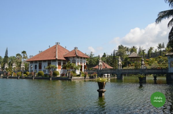 Palacio de agua de Ujung